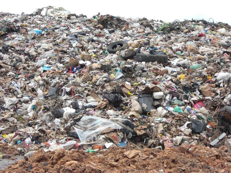 ゴミの山に悩む国々もあります