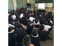 親子で考える制服の役割/廿日市市立阿品台東小学校